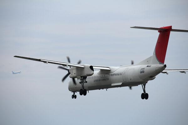 宮崎空港にアプローチするJAL機