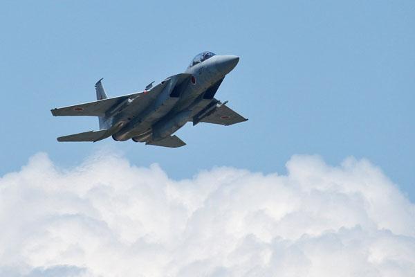 このF-15の飛行アングはかっこいい