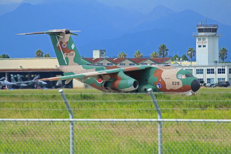 入間基地所属のC-1輸送機が新田原基地へ
