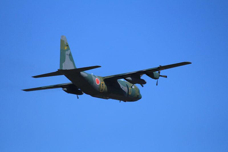 新田原基地を離陸するc130輸送機