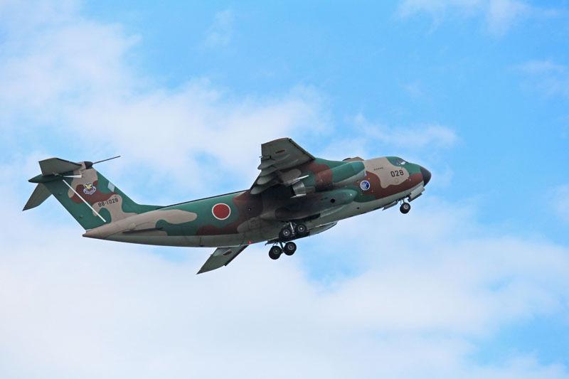新田原基地を離陸するC-1輸送機