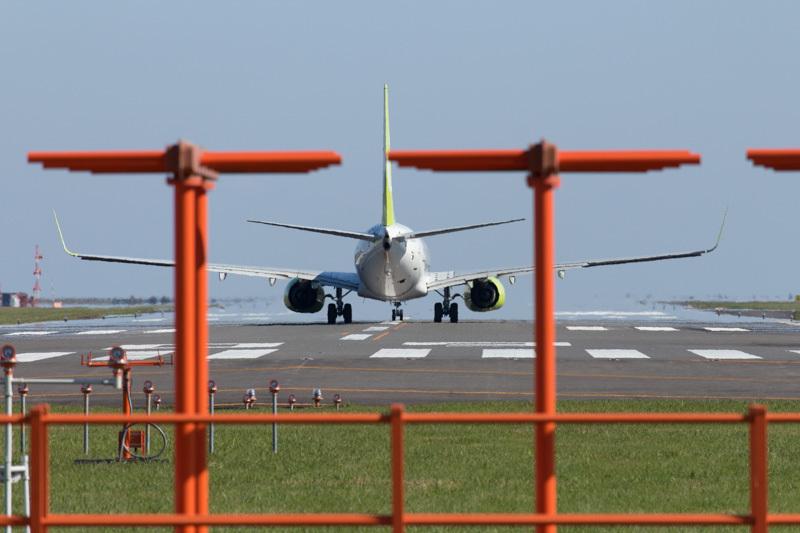 宮崎空港を離陸するソラシドエアー機