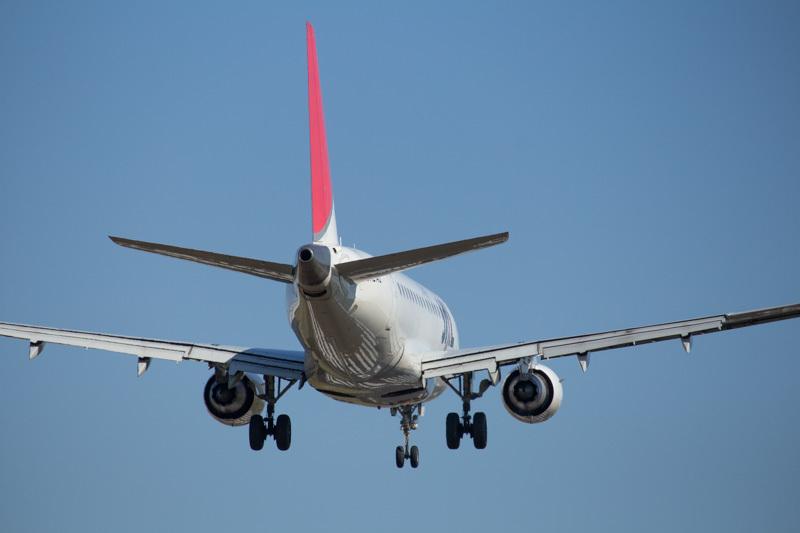 宮崎空港に着陸するJAL機