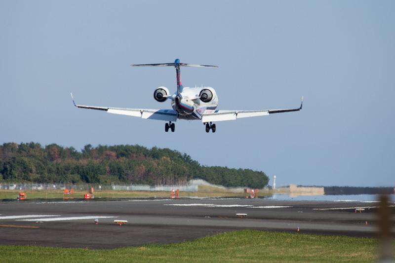 宮崎空港に着陸するIBEX機