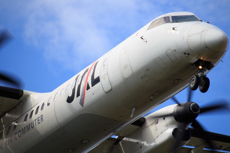 宮崎空港西からアプローチするボンバルディア機