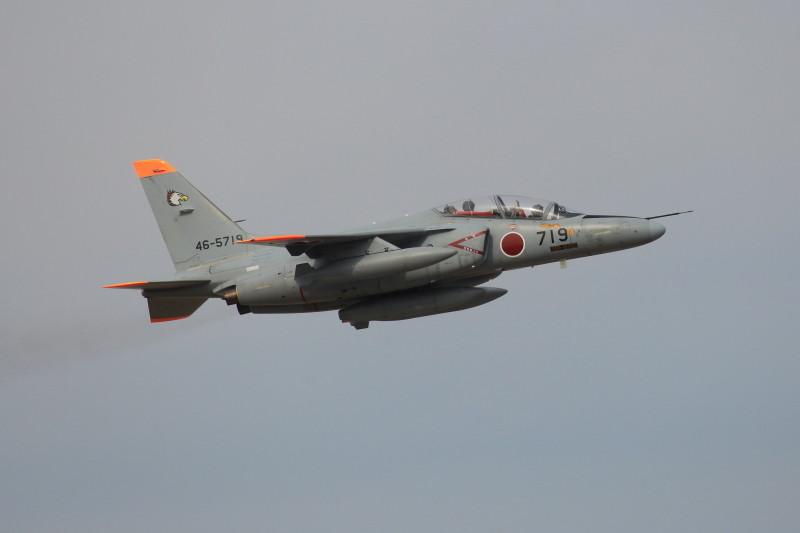 新田原基地にすでに飛来していた訪問者のt-4練習機