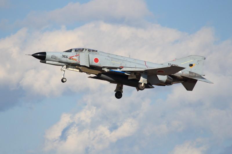 新田原基地に着陸寸前のf-4ファントム