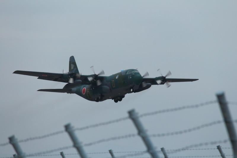 新田原基地を離陸する小牧基地所属のC-130輸送機