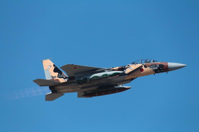 新色アグレッサーが新田原基地を離陸する画像