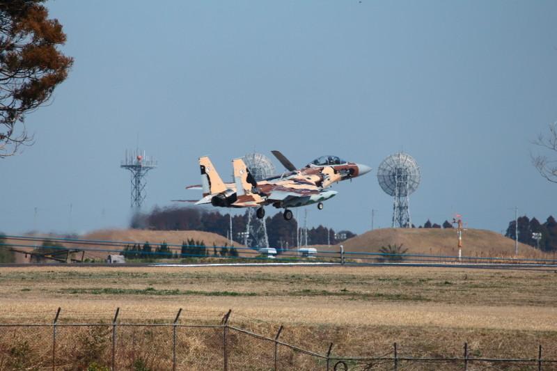 着陸する新田原基地所属アグレッサーの画像