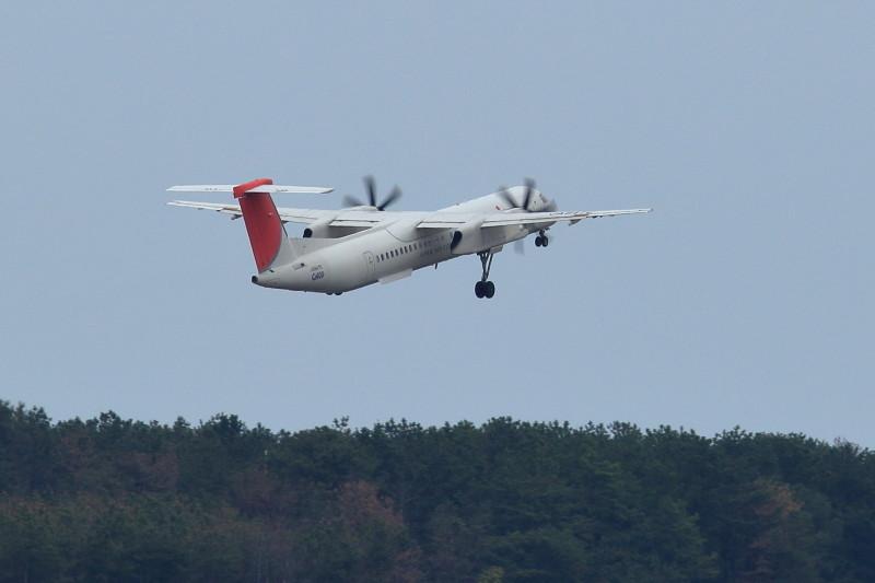 宮崎空港を離陸するボンバルディア機