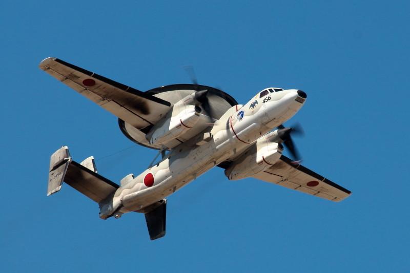 新田原基地を離陸するE2C警戒機