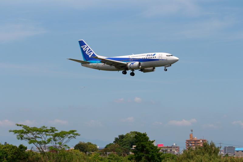 宮崎空港に着陸するB737型飛行機