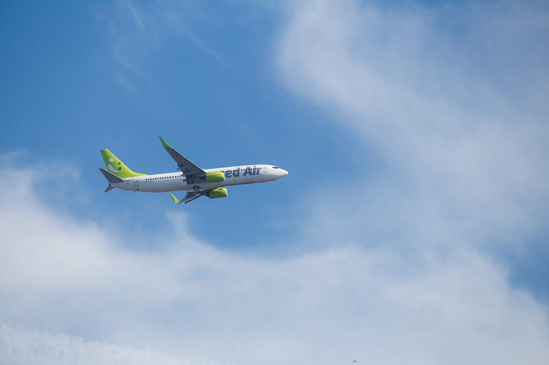 宮崎空港に向かって飛行するソラシドエアーの画像