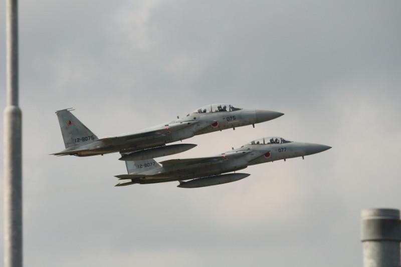 2機で離陸したF15イーグル戦闘機画像