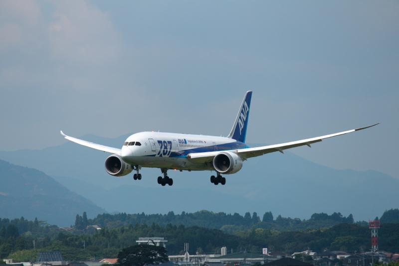 宮崎空港にトライ中のB787飛行機