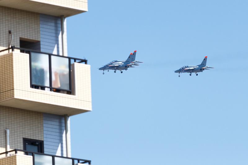 新田原基地所属のT-4練習機による展示飛行