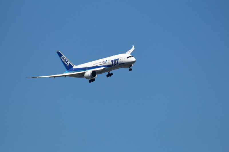 宮崎空港に向かうB787飛行機
