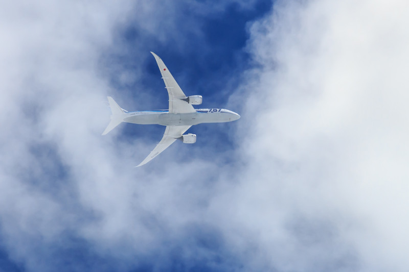 宮崎を離れるB787飛行機