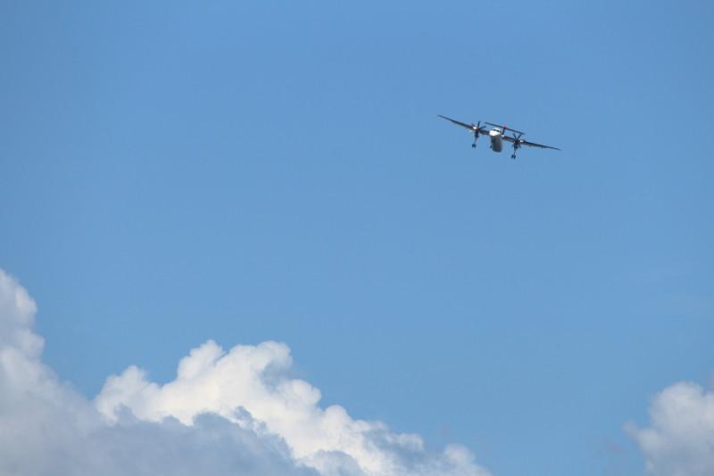 宮崎空港に着陸態勢するJALボンバルディア機