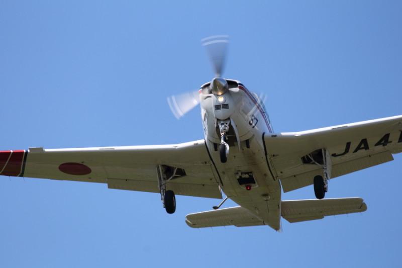 航空大学校訓練機が宮崎空港に着陸訓練中
