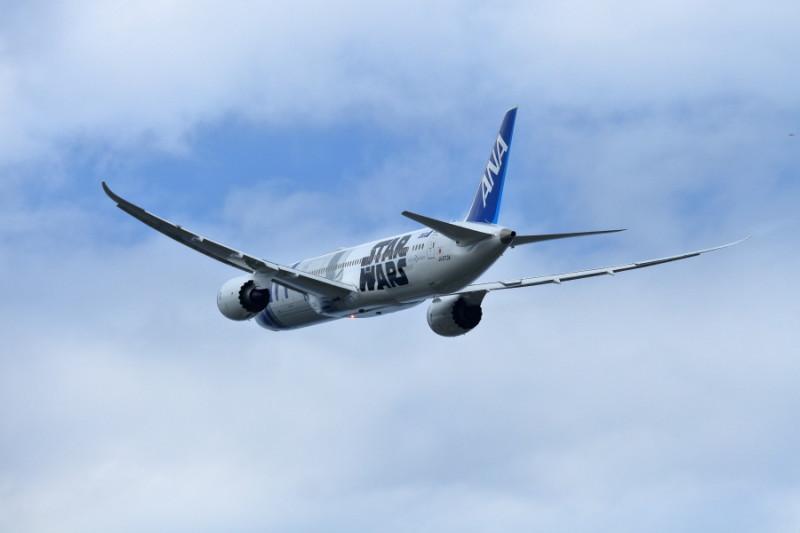 ありがとうANA R2D2特別塗装機B787飛行機