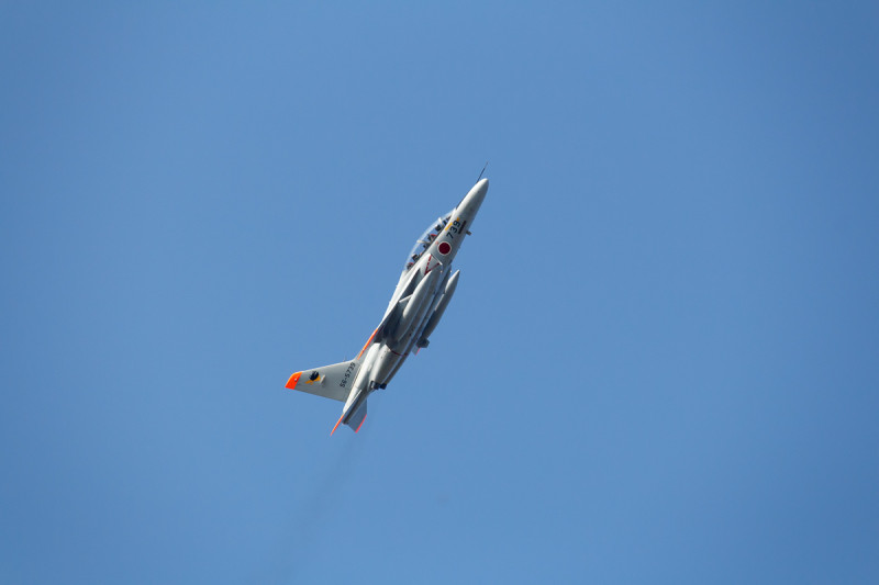 訓練に向かうT-4練習機