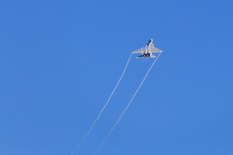 ハイレートクライムを実行するF-15