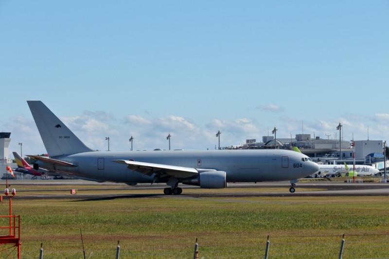 空中給油機が宮崎空港にやってきた。