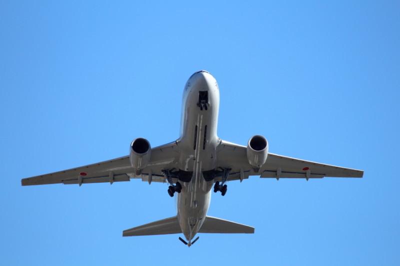 宮崎空港を離陸する空中給油機の画像