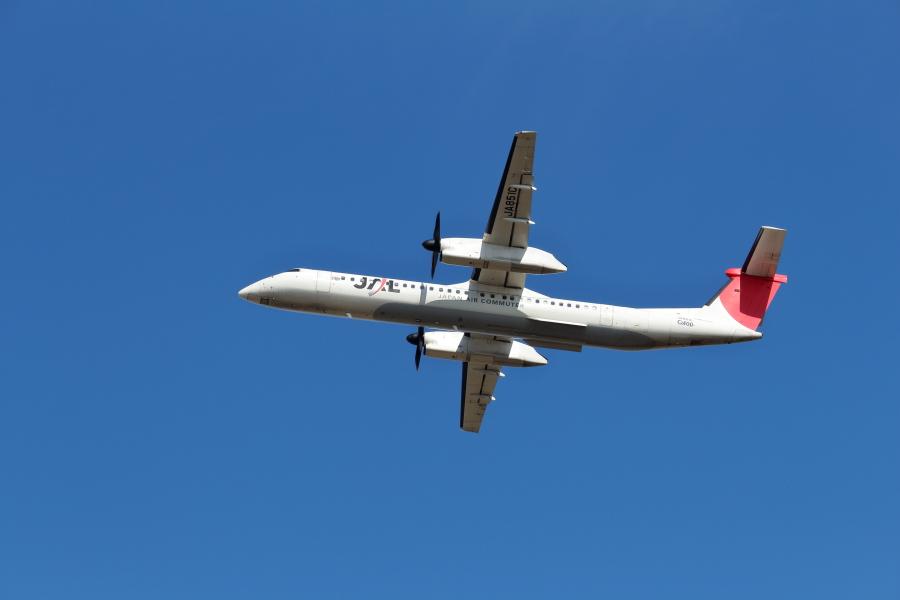 ボンバルディア機が宮崎空港を離陸する