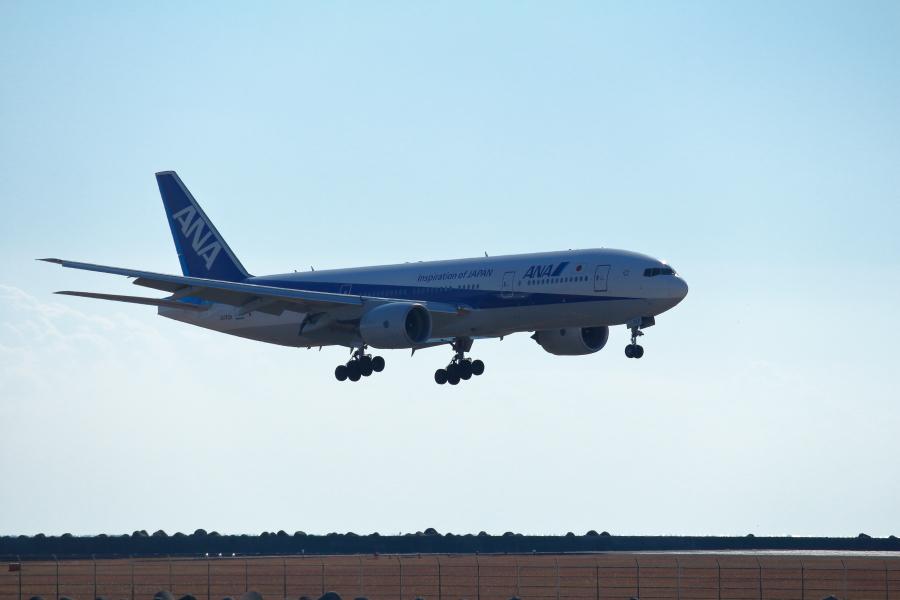 宮崎空港にアプローチ中のB777飛行機