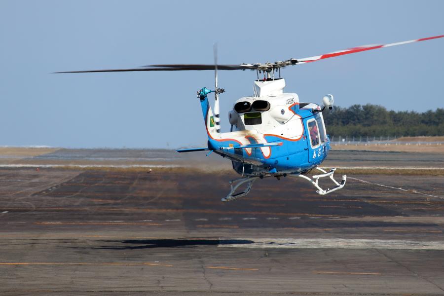 訓練を終えて宮崎空港に帰着した宮崎県防災ヘリ