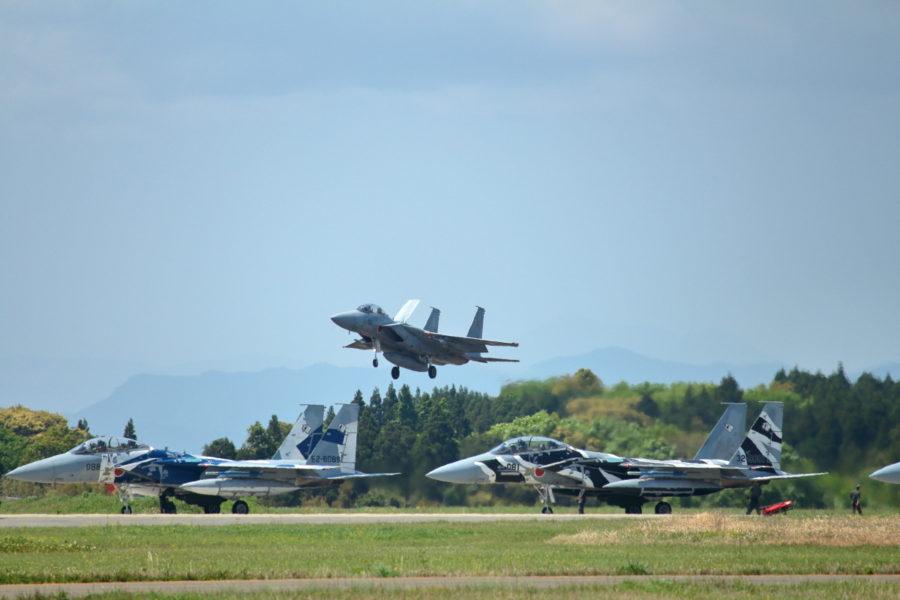 新田原基地離陸前のアグレス3機