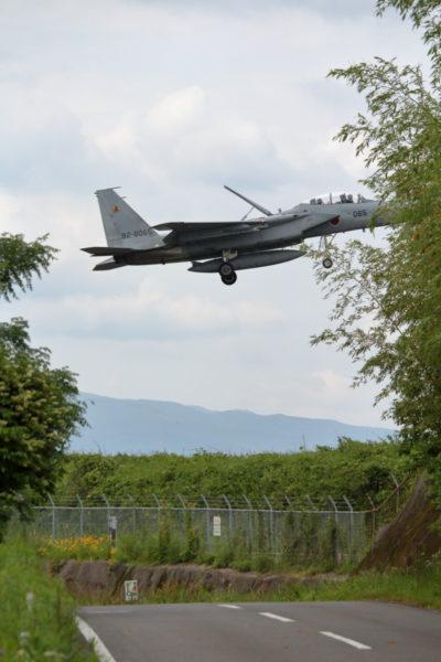 新田原基地に着陸寸前のF15イーグル戦闘機
