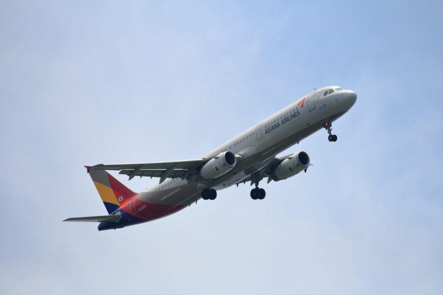 宮崎空港に向かうアシアナ航空飛行機