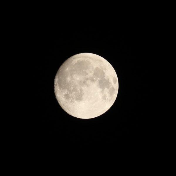 宮崎の空に輝く9月の名月