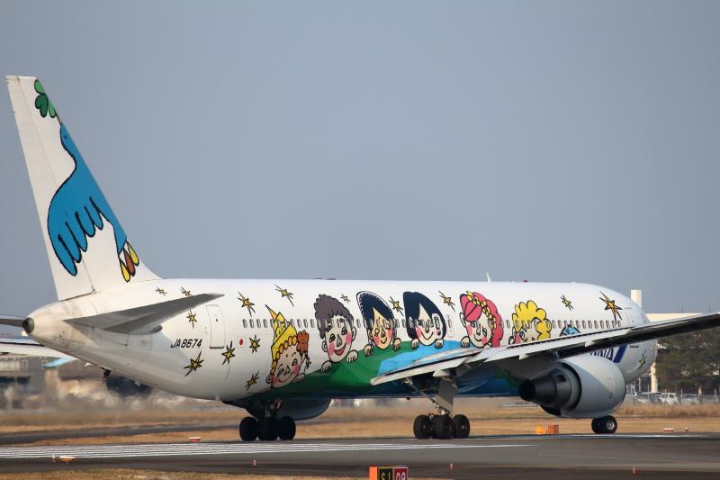 宮崎空港を離れるゆめジェットの特別塗装機
