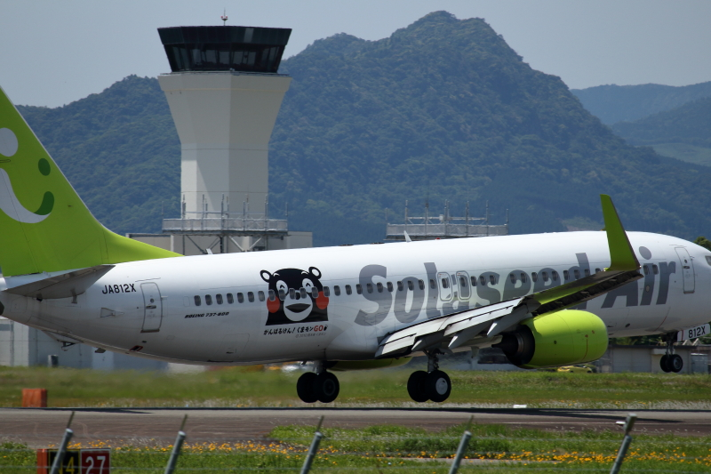宮崎空港に到着しそうなくまモン飛行機