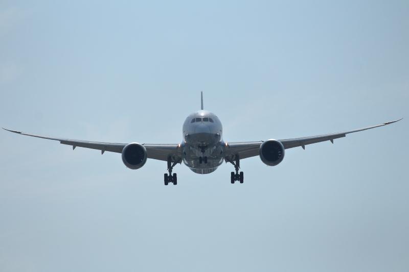 やって来ましたB787型飛行機