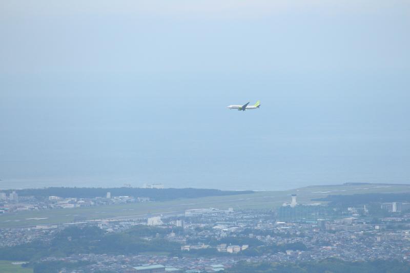 荒平山からは宮崎空港も見ることができる。