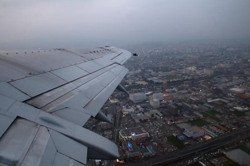 福岡空港を離陸直後の福岡市街地