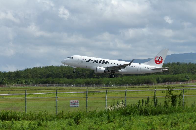 宮崎空港を離陸したジェイエア社の飛行機