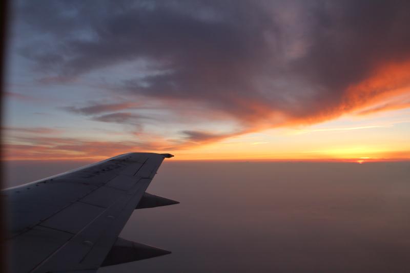 福岡空港から宮崎に向かうスーパードルフィンからの夕景写真