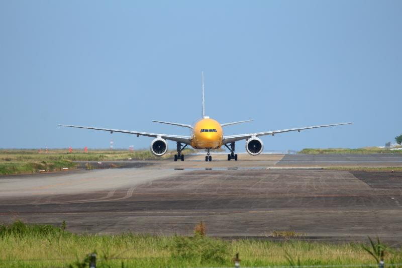 宮崎空港に来たスターウォーズANAジェット機