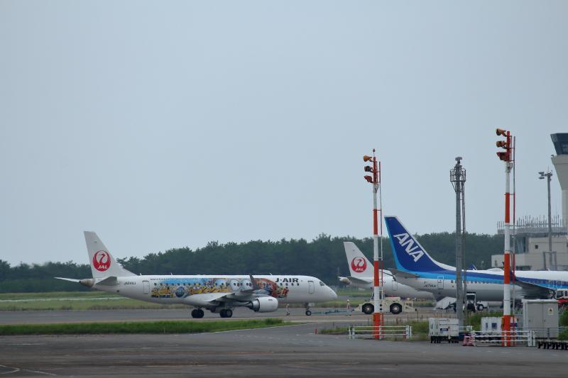 宮崎空港にJAL特別塗装機のミニオンが来ていた。