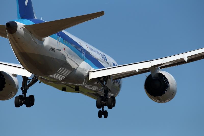 今日の宮崎空港は快晴だった。そこにB787が宮崎空港にやって来たのだから面白い。