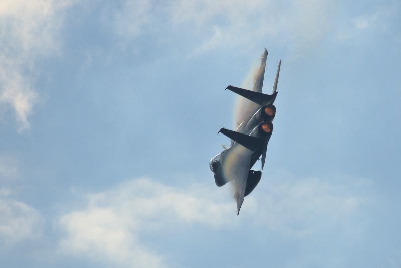 新田原基地エアフェスタ前に行われる訓練をするf15戦闘機写真
