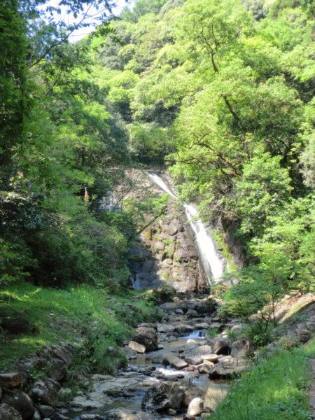 川南町にある篠原みょうと滝を見に行く。