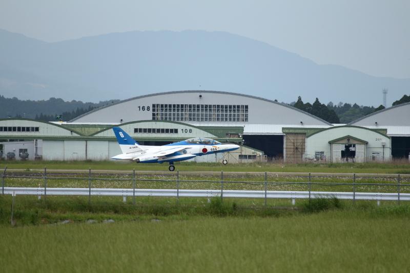 新田原基地に着陸したブルーインパルス6番機